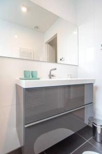 A kitchen or kitchenette at Brand new appartment in oldes part of town