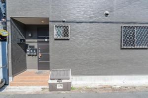 ด้านหน้าอาคารหรือทางเข้าของ Sunny House