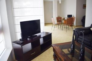 A television and/or entertainment center at Suites Antique Apart Hotel