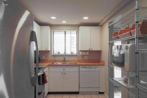 A kitchen or kitchenette at Lido Key 12 Condo