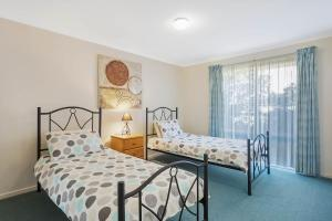 A bed or beds in a room at Black Dolphin Resort Motel & Apartments
