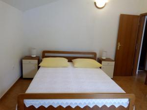 A bed or beds in a room at Apartment Žalo