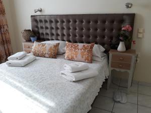 Green Bay Hotel tesisinde bir odada yatak veya yataklar