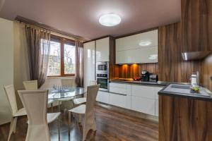 A kitchen or kitchenette at Cosy Luxury Flat in the Centrum- 90sqm - 3 rooms.