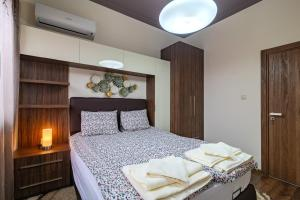 A bed or beds in a room at Cosy Luxury Flat in the Centrum- 90sqm - 3 rooms.