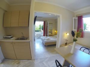 A kitchen or kitchenette at Happyland Hotel Apartments