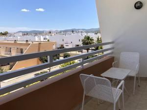 A balcony or terrace at Aparthotel Flats Friends Tropicana