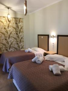 A bed or beds in a room at Hotel Avra