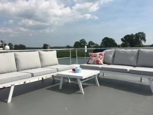 A seating area at Houseboat Unique Stay, Hattem/Zwolle
