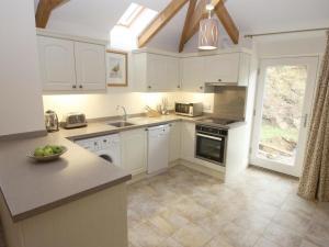 Nhà bếp/bếp nhỏ tại Roosters