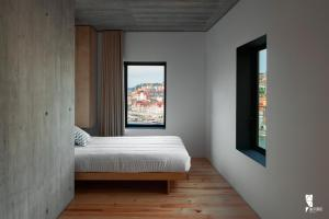 A bed or beds in a room at Oh! Porto Apartments