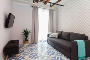 A seating area at Short Stay Group Liceu Serviced Apartments