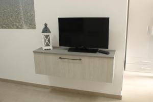 Uma TV ou centro de entretenimento em 197 Pozzo San Nicola