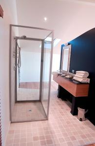 Uma casa de banho em Wheelhouse Apartments