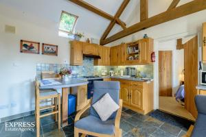 A kitchen or kitchenette at Highgrove Barns