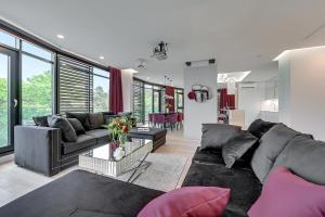 Część wypoczynkowa w obiekcie Flats For Rent - Sea Apartment