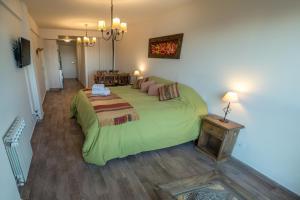 Una cama o camas en una habitación de Studio Bariloche