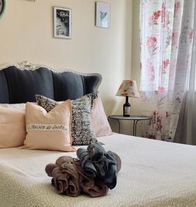 A bed or beds in a room at La Maison De Sophie
