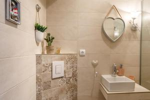 A bathroom at Villa Saint Lucas