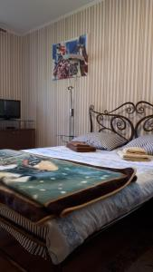 A bed or beds in a room at Хорошее настроение