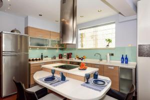 Η κουζίνα ή μικρή κουζίνα στο Blue Suite by Cosmos