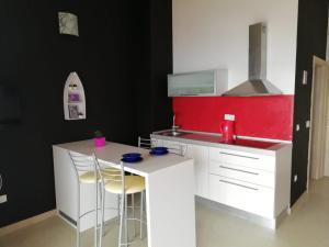 A kitchen or kitchenette at Apartmani Zoran