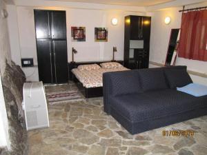 A seating area at ViVa Marina Apartments
