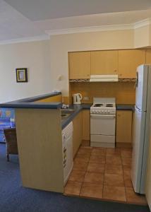 A kitchen or kitchenette at Aruba Beach Resort