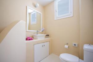 Um banheiro em Sea Sound White Katikies