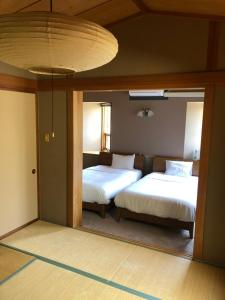 A bed or beds in a room at Phoenix Wing Hakuba