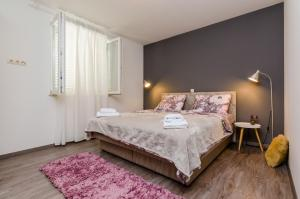 A bed or beds in a room at Apartment A&S