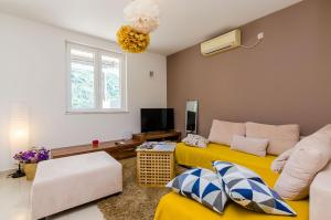 A seating area at Apartment A&S