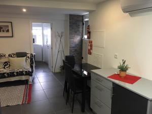 A kitchen or kitchenette at Escadinhas da Sé