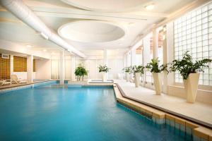 Het zwembad bij of vlak bij Apartments Riva