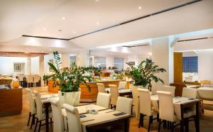 Een restaurant of ander eetgelegenheid bij Apartments Riva