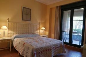 A bed or beds in a room at Ayamonte (Isla Canela)