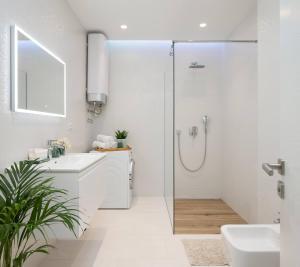 A bathroom at Luxury Design Beach Front Apartment