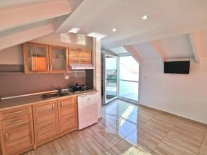 A kitchen or kitchenette at Apartments Kidonis