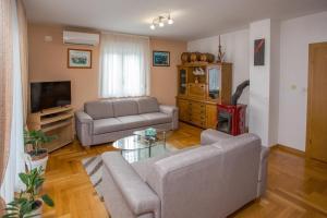 A seating area at Apartments Magdalena