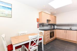 A kitchen or kitchenette at Willow Court, 19 Double Street, Spalding - 1 Bedroom Apartment