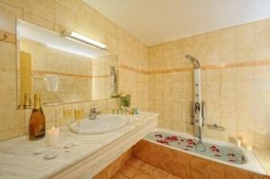 A bathroom at Aegean Sky Hotel-Suites