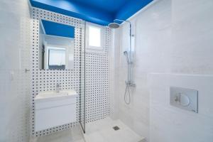 A bathroom at Sentimento