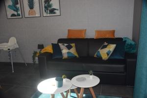 A seating area at Apartment Chez Vanes'sens