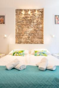 A bed or beds in a room at Dar Mar