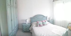 A bed or beds in a room at Casa Pozo das Leiras (Derecha)