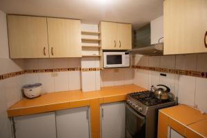 Una cocina o zona de cocina en Private apartment wifi/hotwater/kitchen/laundry