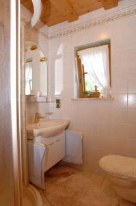 Ein Badezimmer in der Unterkunft Haus Lukasser