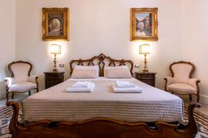 A bed or beds in a room at Sant'Ivo Apartments