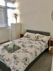 A bed or beds in a room at SeaScape
