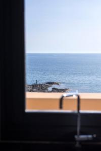 Vista generica sul mare o vista sul mare dall'interno della casa vacanze